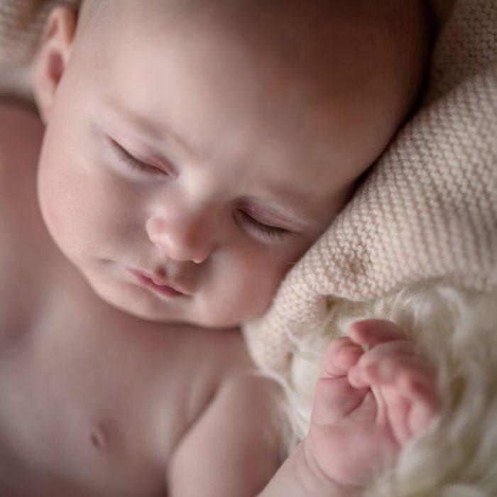 sesje noworodkowe, zdjęcia dziecki, fotografia rodzinna w studio
