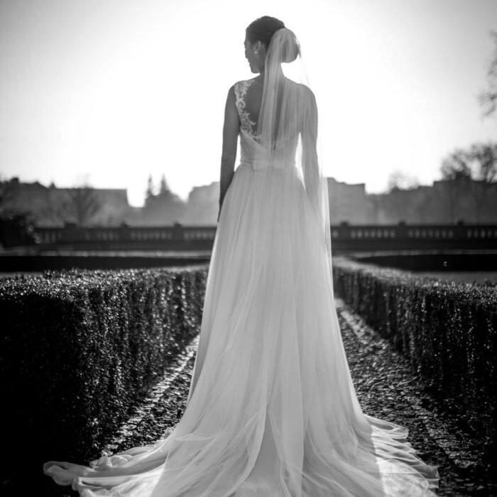 sesje ślubne we wrocławiu, katedra miejsce na plener ślubny, fotograf wesele, portret pani młodej