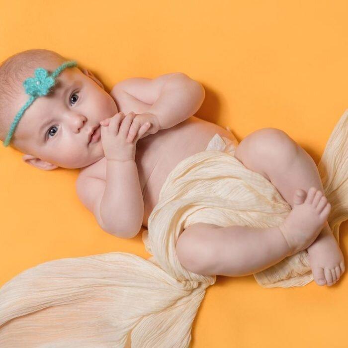 sesje noworodkowe, zdjęcia dziecki, fotografia rodzinna w studio wrocław 2020