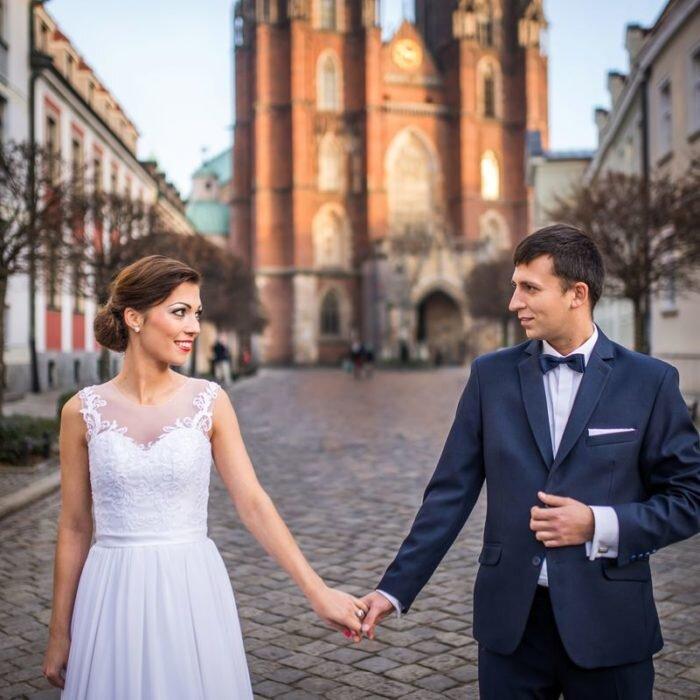 sesje ślubne we wrocławiu, katedra miejsce na plener ślubny, fotograf wesele, portret młodych