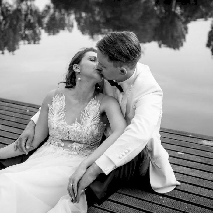 rustykalne sesje, romantyczne, ślubny plener nad wodą
