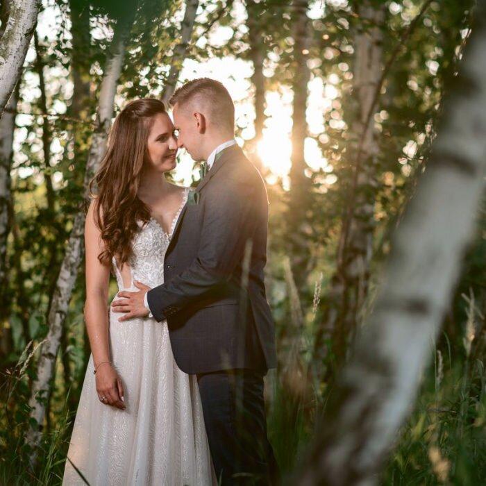 zakochana młoda para, sesje wrocław, najlepszy,fotograf,zdjęcia ślubne na pomoście wrocław