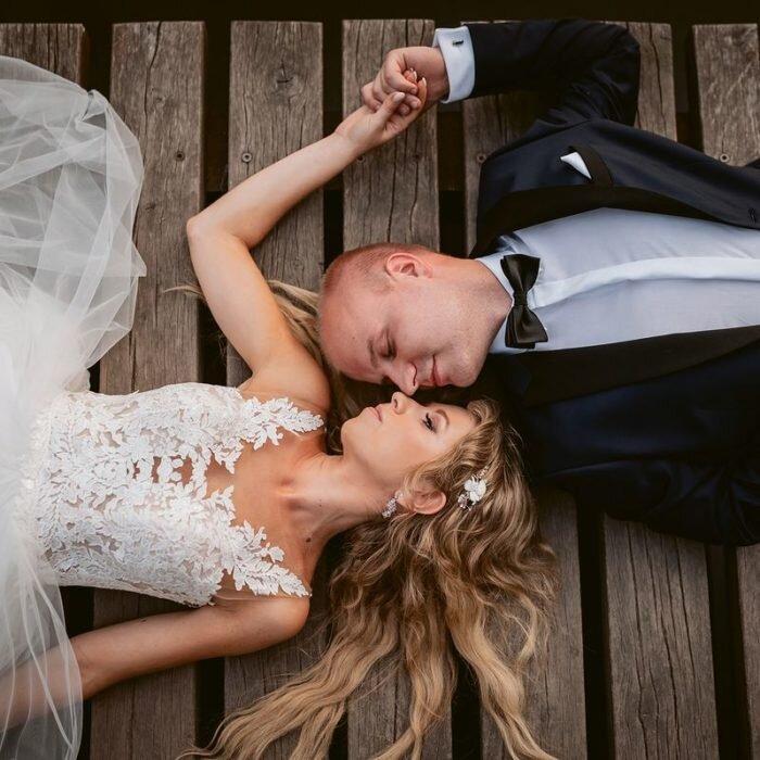 zakochana młoda para, sesje wrocław, najlepszy,fotograf,zdjęcia ślubne